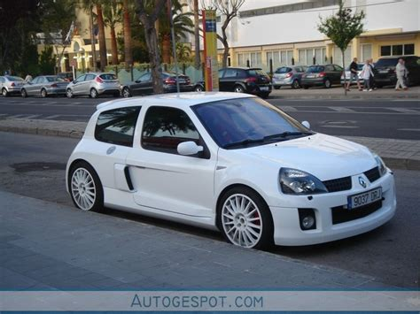 renault clio v6 white renault clio v6 phase ii 16 may 2010 autogespot