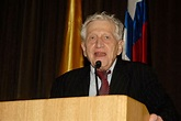 Peter Hall (urbanist) - Wikipedia