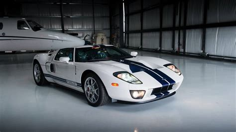 Ford Gt Sales by 10 Mile 2006 Ford Gt Estimated To Fetch 350 000 At Auction
