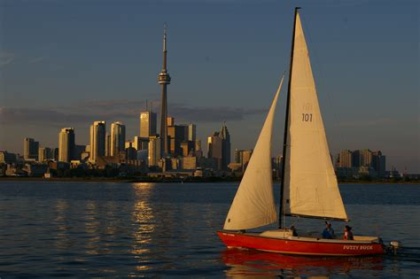 Sail Boat Images by File Toronto Skyline Sailboat Jpg Wikimedia Commons