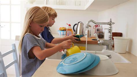 Müssen Kinder Im Haushalt Helfen by Warum Kinder Bei Der Hausarbeit Helfen Sollten