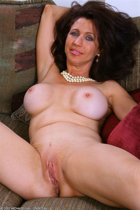 Madison the milf shows off her goods - Pichunter