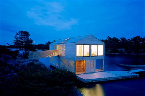 Floating House, Canada Most Beautiful Houses In The World