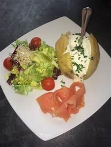 Salat Mit Geräuchertem Lachs : ofenkartoffel mit sour creme ger uchertem lachs und gemischtem salat 7 50 bild von sunset ~ Orissabook.com Haus und Dekorationen