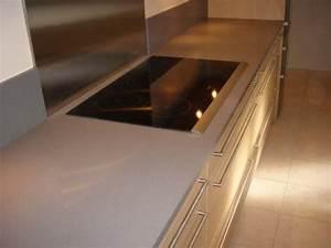 Credence Plaque De Cuisson : lla plaque de cuisson int gr e dans le plan en quartz gris ~ Dailycaller-alerts.com Idées de Décoration
