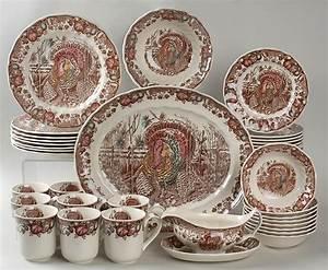 Pretty Thanksgiving Dinnerware Set Homesfeed Decoration Thanksgiving Dinnerware