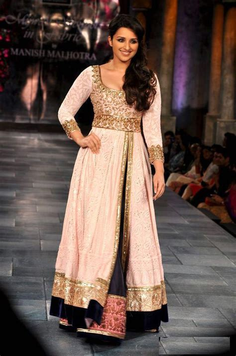 bollywood actress  anarkali dress  manish malhotra