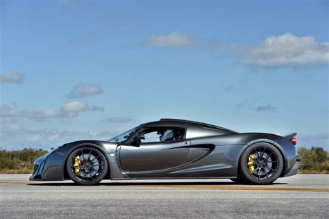 hennessey prices record setting venom gt   cool