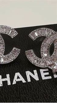 Authentic Chanel CC logo Diamond with small pearls stud ...