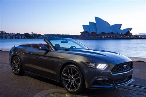 ford mustang    selling sports car