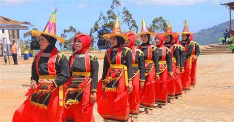 tari lumense tari tradisional  suku moronene sulawesi