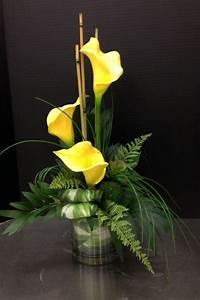 Calla Gelbe Blätter : gelbe calla mit gr nem farn in glasvase arrangiert blumen seidenblumengestecke und ~ A.2002-acura-tl-radio.info Haus und Dekorationen