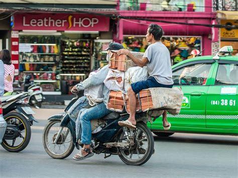 Theo lịch thi đấu, đt việt nam lần lượt chạm trán indonesia (7/6), malaysia (11/6) và uae (15/6). Bài viết tiếng Anh về GIAO THÔNG ở Việt Nam - HƯỚNG DẪN CHI TIẾT