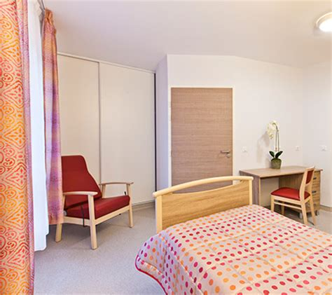 chambre spacieuse chambre de maison de retraite cool chambre dcorative with