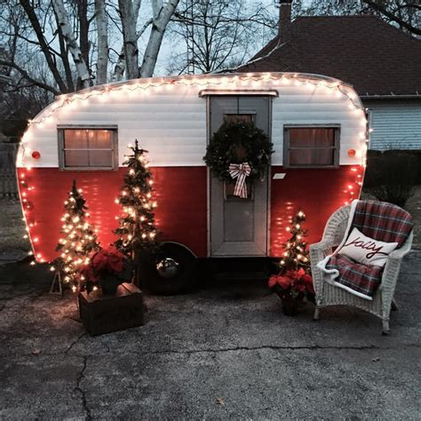 trailers decorated   holidays tin  tourists
