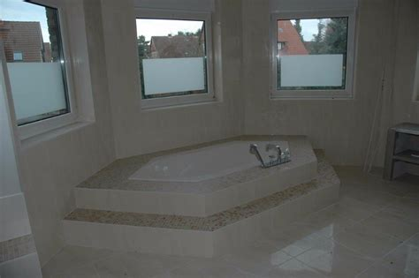badewanne mit stufe badewannen fliesen cussler