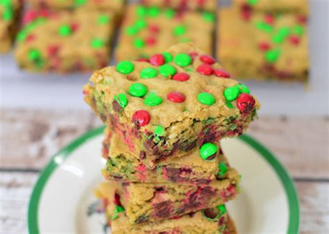 Cranberry christmas cake with butter sauce makes a the perfect elegant and simple dessert for christmas, thanksgiving or any holiday gathering. Easy Holiday Dessert Recipe: Festive M&M Bars