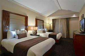 Hotel rooms with two bedrooms 2 bedroom suites in for Hotels with 2 bedroom suites