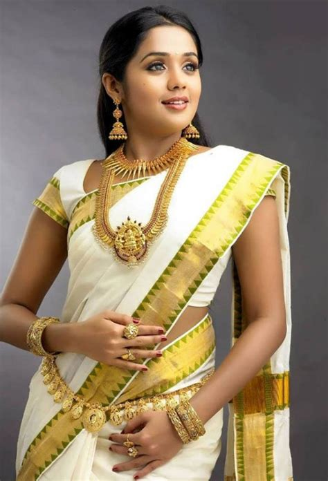 onam celebration look gorgeous in kasavu saree