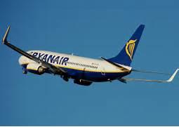 File:Ryanair.b7...