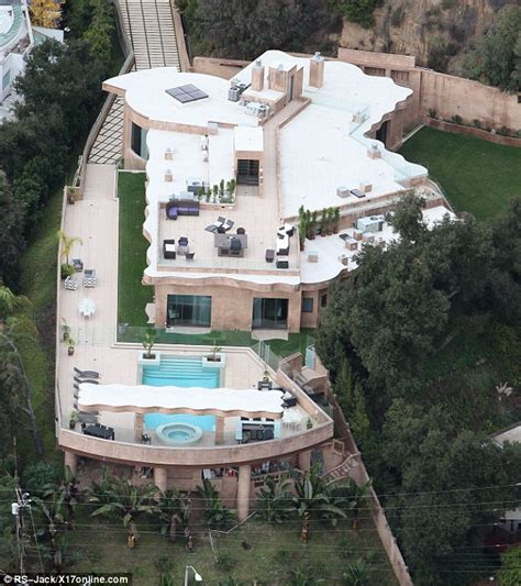 rihanna buys brand new 12million pacific palisades mansion daily mail