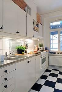 Cuisine Blanche Et Noire : beau carrelage cuisine damier noir et blanc avec cuisine ~ Nature-et-papiers.com Idées de Décoration