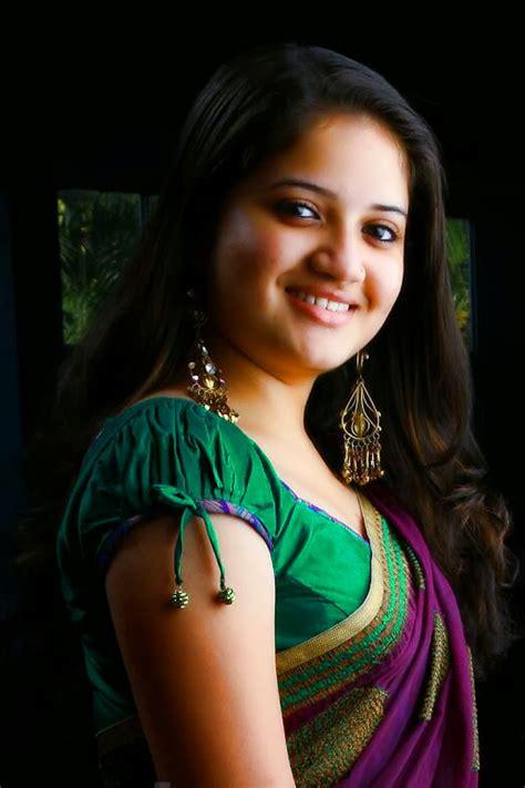 cute malayalam homely actress shafna  green saree