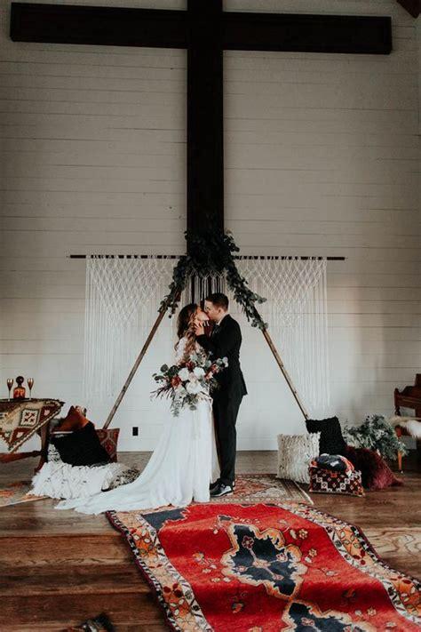 hot wedding trend  triangle wedding arches weddingomania