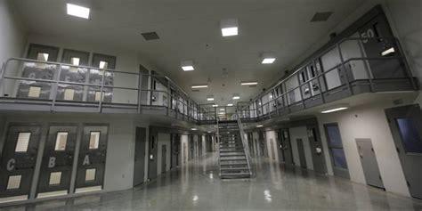 federal bureau of prisons virginia representative blocks illinois sale of thompson