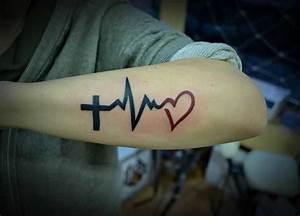 Finger Tattoo Herz : tattoovorlage herzfrequenz mit kreuz und herz ~ Frokenaadalensverden.com Haus und Dekorationen