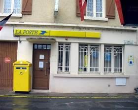 Bureau De Poste Montparnasse by Decazeville Bureaux De Poste Les Maires Voient Rouge