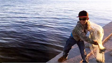 fishing cast florida mullet boy young foot castnet while