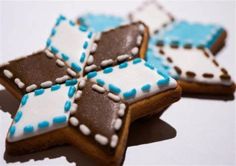 decorate  christmas star  royal icing cookie