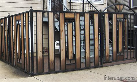 Zaun Holz Metall by Metal Fence With Wood Sections Picture Interunet