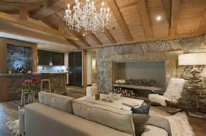 mountain homes interiors piedra y madera para los revestimientos de paredes