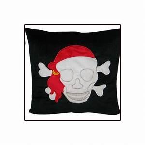 Coussin Tete De Mort : coussin tete de mort pirate distrigros ~ Teatrodelosmanantiales.com Idées de Décoration