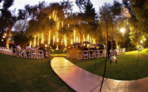 love an outdoor wedding at night