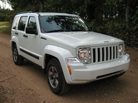 File 2008 Jeep Liberty Kk White F Jpg Wikimedia Commons