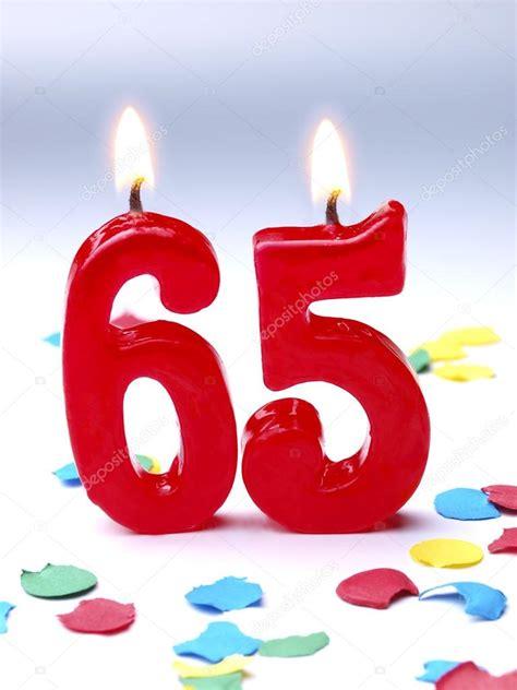 candele di compleanno candele di compleanno mostrando nr 65 foto stock