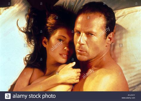 bruce willis color of color of year 1994 director richard bruce