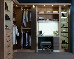Begehbarer Kleiderschrank Mit Schminktisch : schrankleuchten 30 ideen wie sie mehr licht in den schrank bringen ~ Markanthonyermac.com Haus und Dekorationen