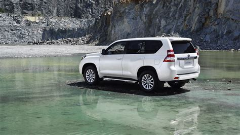 Toyota Land Cruiser Backgrounds by 2014 Toyota Land Cruiser Hd Wallpaper Background Image