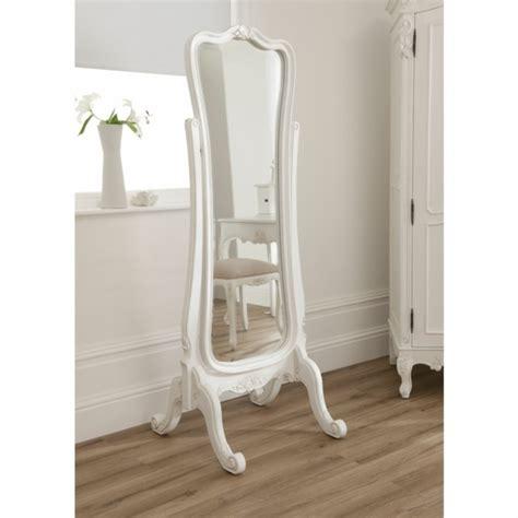 armoire encastrable pour chambre le miroir baroque est un joli accent déco