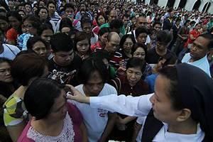 Catholics flock to churches on Ash Wednesday | Photos ...
