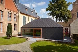 Pavillon Dans Le Jardin Historique De Bruges