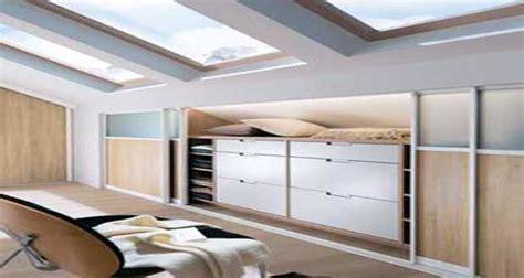 chambre sous pente de toit dressing sous pente sans souci pour sa déco chambre