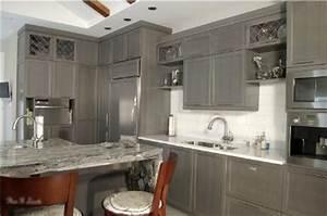 decoration cuisine armoire exemples d39amenagements With idee deco cuisine avec armoire lit
