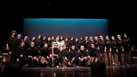 Musik kontemporer adalah istilah dalam bahasa indonesia untuk bidang kegiatan kreatif yang dalam konteks berbahasa inggris paling sering disebut musik baru, musik kontemporer, atau, lebih tepatnya, musik seni kontemporer. Ciptakan Harmoni dalam Perbedaan, House of Angklung Akan Konser di AS | KASKUS