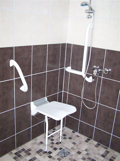 agencement salle de bain handicape
