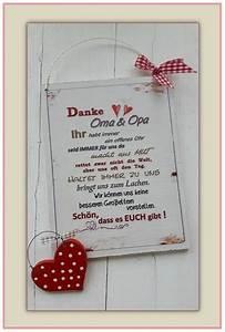 Geschenke Für Oma Basteln : wanddeko dekoschild danke oma und opa mit rotem herz ein designerst ck von ~ One.caynefoto.club Haus und Dekorationen